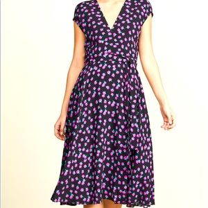 New w/out tags DVF swirling berry wrap dress 8